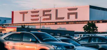 Tesla теряет в цене, конкуренты растут